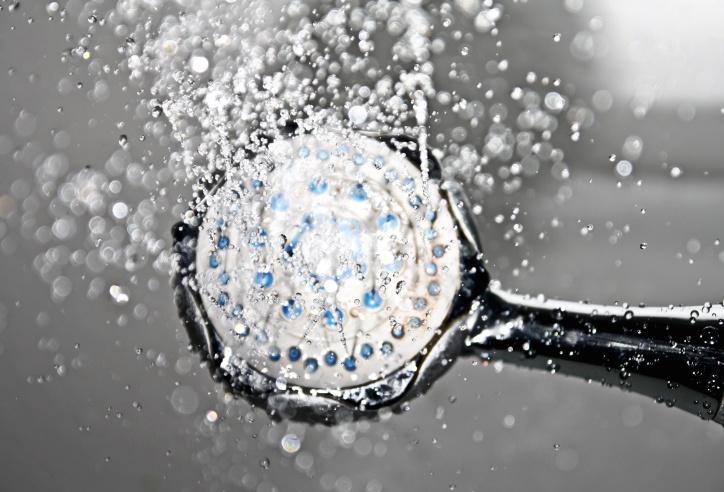 Lad vandet falde blødt fra et Grohe brusehoved